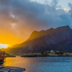 Un long et majestueux coucher de soleil, à Å - Lofoten
