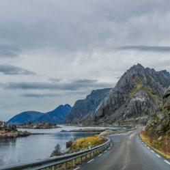Sur la route, vers Henningsvaer